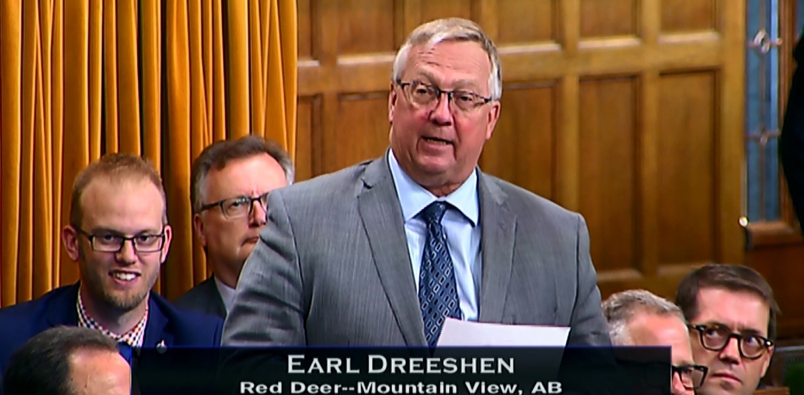 Earl acknowledges the Red Deer and District Chamber of Commerce